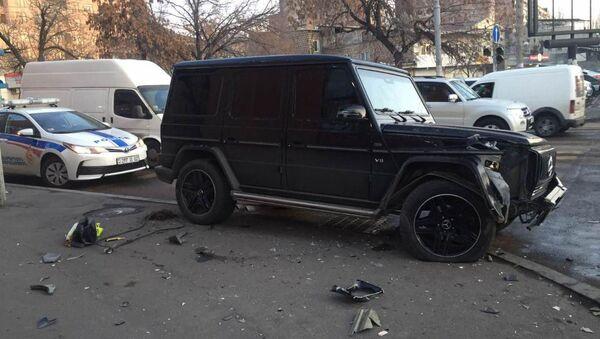 Дорожно-транспортное происшествие на перекрестке улиц Нар-Доса и Хоренаци (13 января 2019). Еревaн - Sputnik Արմենիա
