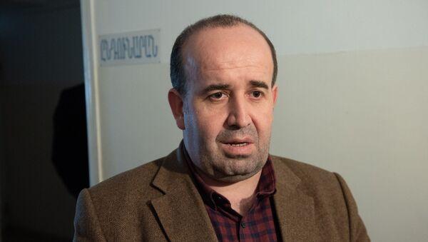 Губернатор Ширакской опбласти Тигран Петросян в роддоме Маралика - Sputnik Արմենիա