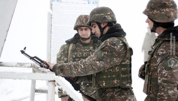 Армянские военнослужащие на практических занятиях по стрельбе - Sputnik Армения