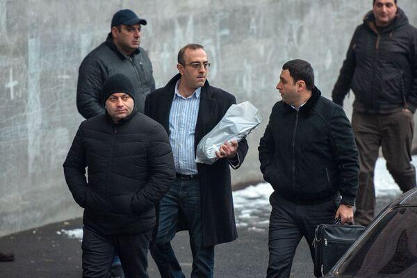 Իրավապահ մարմինները` շենքի մոտ, որտեղ այսօր հայտնաբերվել է ԱԱԾ նախկին տնօրեն Գեորգի Կուտոյանի դին - Sputnik Արմենիա
