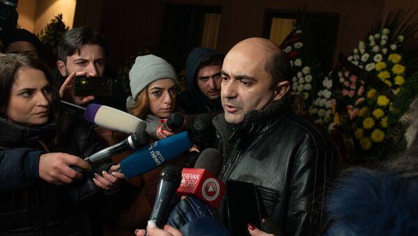 Эдмон Марукян  на гражданской панихиде Георгия Кутояна (19 января 2020). Еревa - Sputnik Армения