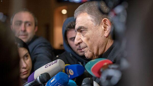 Ара Баблоян на гражданской панихиде Георгия Кутояна (19 января 2020). Еревaн - Sputnik Армения