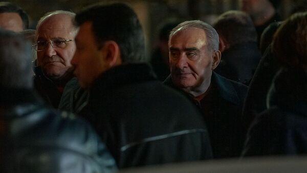 Галуст Саакян на гражданской панихиде Георгия Кутояна (19 января 2020). Еревaн - Sputnik Армения