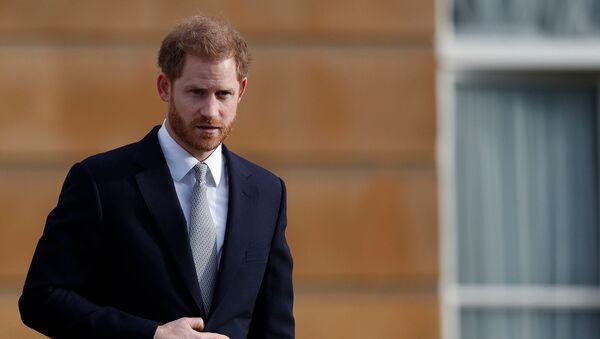 Британский принц Гарри, герцог Сассексский наблюдает за игрой детей в регби-лигу перед жеребьевкой Чемпионата мира по регби 2021 года в Букингемском дворце (16 января 2020). Лондон - Sputnik Армения