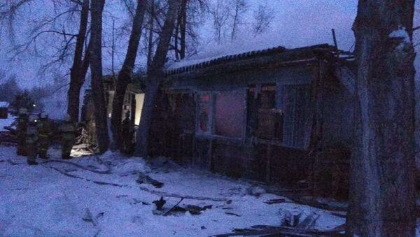 Пожар в одноэтажном деревянном здании в поселке Причулымский Асиновского района (21 января 2020). Томская область - Sputnik Армения