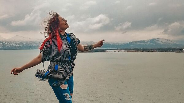 Татьяна Кукла на озере Севан - Sputnik Армения