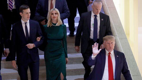 Джаред Кушнер и Иванка Трамп вслед за президентом США Дональдом Трампом покидают Всемирный экономический форум (21 января 2020). Давос - Sputnik Армения