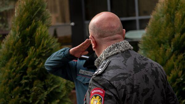 И.о. начальника полиции Арман Саркисян прибывает к БЦ Эребуни плаза, где произошел инцидент со стрельбой (23 января 2020). Еревaн - Sputnik Արմենիա