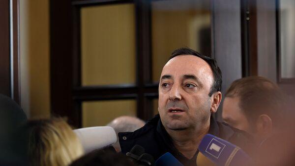 Председатель Конституционного суда Армении Грайр Товмасян отвечает на вопросы журналистов после проведения обыска СК (24 января 2020). Еревaн - Sputnik Արմենիա