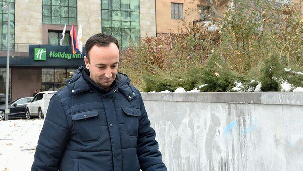 Председатель Конституционного суда Армении Грайр Товмасян после проведения обыска СК (24 января 2020). Еревaн - Sputnik Армения
