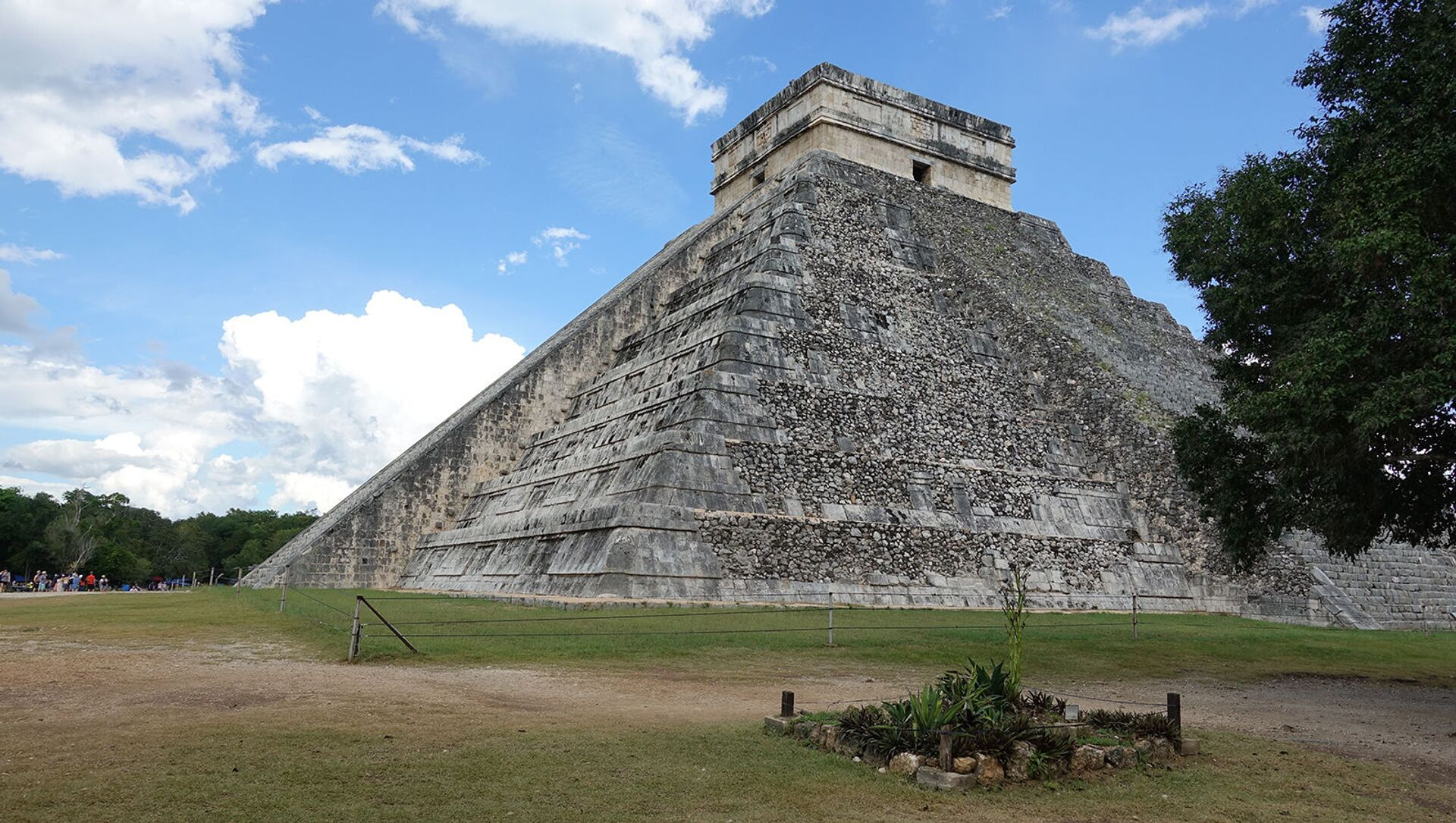 Чиче́н-Ица́, город майя на севере полуострова Юкатан в Мексике, одно из Семи чудес света - Sputnik Արմենիա, 1920, 18.08.2021