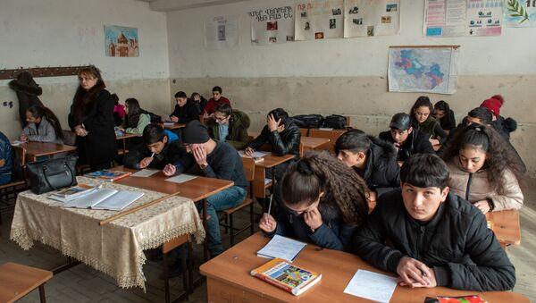 Ученики 9-го класса школы имени Азата Симоняна села Камарис на уроке географии - Sputnik Արմենիա