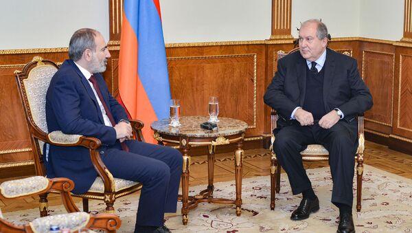 Встреча премьер-министра и президента Никола Пашиняна и Армена Саркисяна (4 февраля 2020). Еревaн - Sputnik Արմենիա