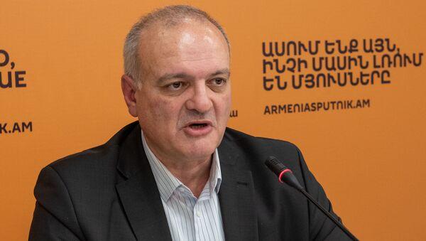 Политтехнолог Виген Акопян на пресс-конференции Какие изменения могут произойти на оппозиционном поле? (7 февраля 2020). Еревaн - Sputnik Արմենիա