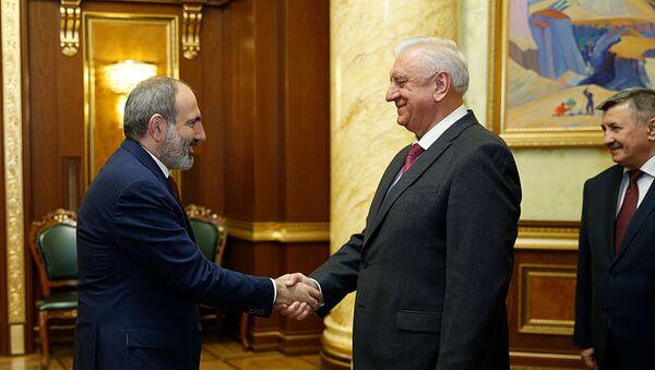 Премьер-министр Пашинян и Михаил Мясникович обсудили вопросы дальнейшего развития сотрудничества в рамках ЕАЭС (7 февраля 2020). Еревaн - Sputnik Արմենիա