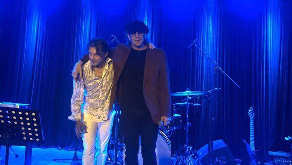 Сергей и Николай Арутюновы и Hayat band представили песню Ha, Take a Step в Hayat Music Hall (7 февраля 2020). Гюмри - Sputnik Армения
