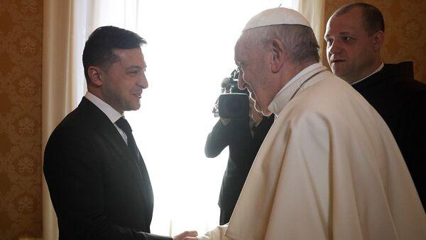 Папа Римский Франциск встретился с президентом Украины Владимиром Зеленским во время частной аудиенции (8 февраля 2020). Ватикан - Sputnik Армения
