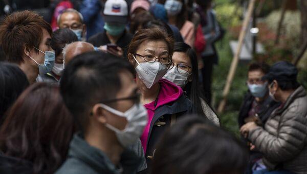 Очередь за защитными масками на одной из улиц в Гонконге. - Sputnik Армения