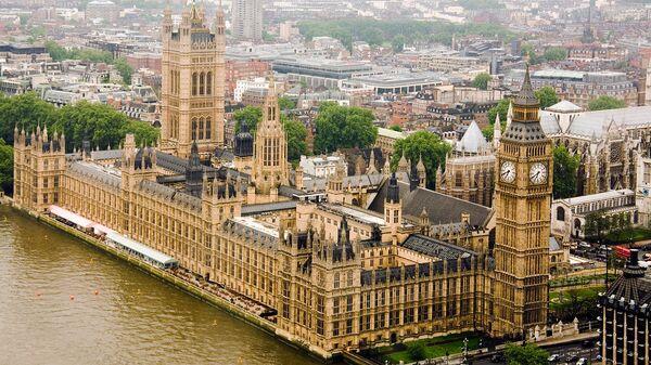 Здание британского Парламента (Вестминстерский дворец) на реке Темза - Sputnik Армения