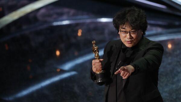 Режиссер Бонг Чжун Хо получает премию Оскар за лучший иностранный фильм Паразиты (Южная Корея) на 92-й церемонии Оскар (9 февраля 2020). Голливуд - Sputnik Արմենիա