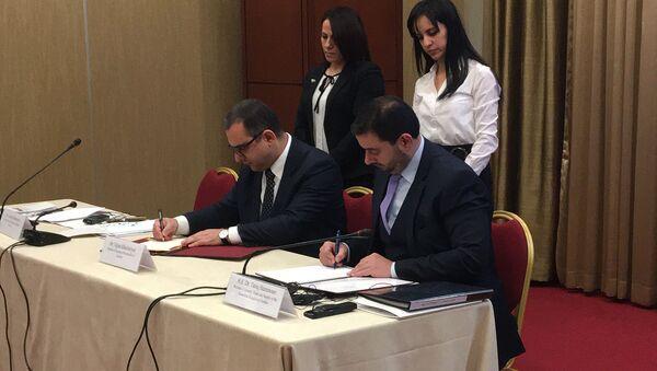 Министр экономики РА Тигран Хачатрян (слева) и министр промышленности Иорданского Хашимитского Королевства Тарик Хаммури на подписании меморандума о сотрудничестве (10 февраля 2020). Еревaн - Sputnik Արմենիա