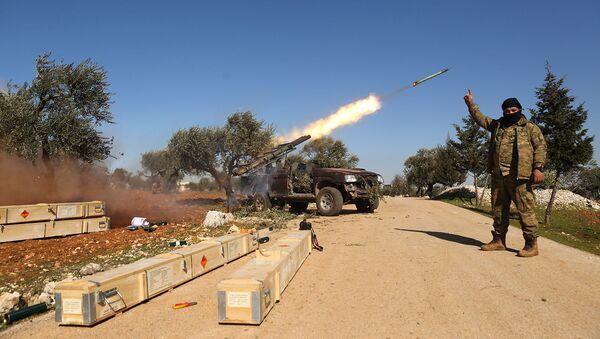 Боевики повстанцев выпустили ракету по позициям сирийского правительства в провинции Идлиб (9 февраля 2020). - Sputnik Армения