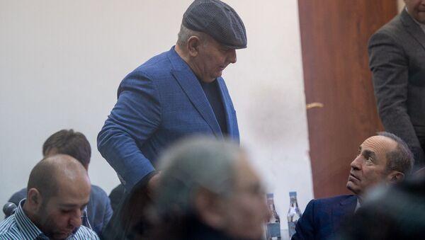 Бывший начальник генштаба ВС РА Юрий Хачатуров и Роберт Кочарян (л-п) на судебном заседании по делу 1-го марта (11 февраля 2020). Еревaн - Sputnik Армения