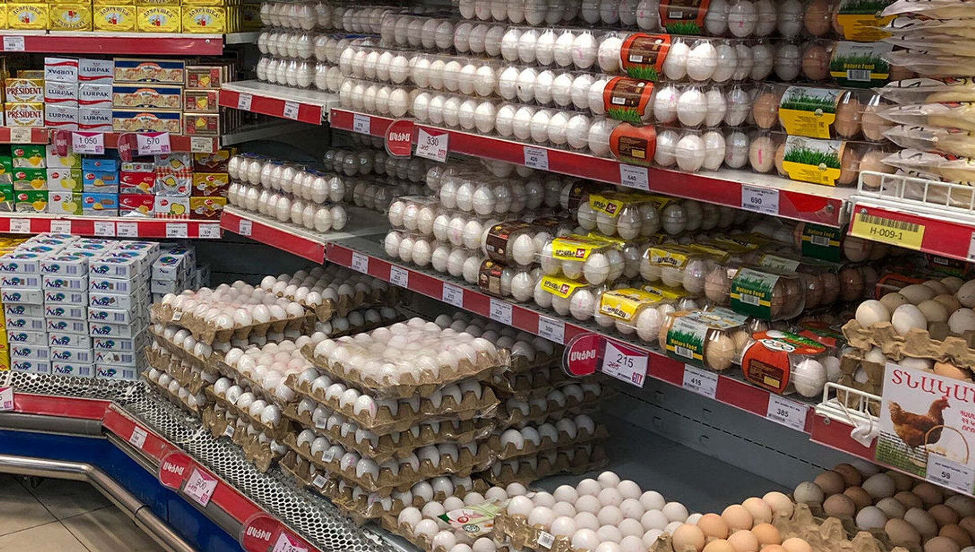 Продукты на прилавках супермаркета - Sputnik Արմենիա, 1920, 05.04.2021