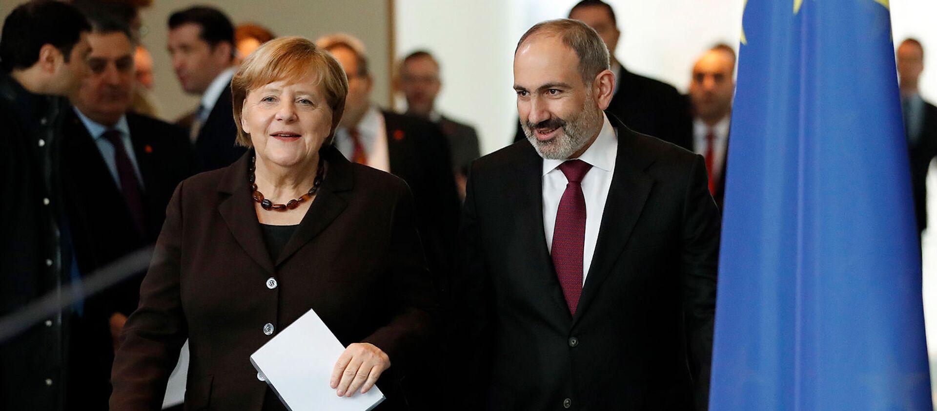 Премьер-министр Армении Никол Пашинян и канцлер Германии Ангела Меркель перед встречей в канцелярии (13 февраля 2020). Берлин - Sputnik Արմենիա, 1920, 04.08.2021