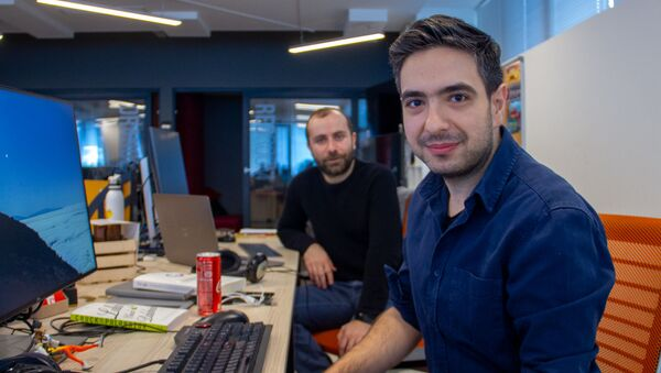 Сооснователи Rockbite Games Геворк Копалян (сзади) и Аветис Захарян - Sputnik Արմենիա