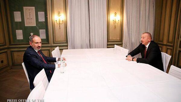 Встреча премьер-министра Армении Никола Пашиняна и президента Азербайджана Ильхама Алиева (15 февраля 2020). Мюнхен - Sputnik Армения