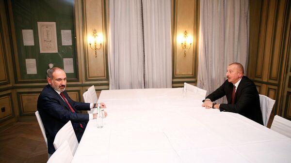 Встреча премьер-министра Армении Никола Пашиняна и президента Азербайджана Ильхама Алиева (15 февраля 2020). Мюнхен - Sputnik Արմենիա
