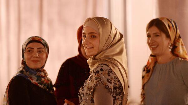 Показ линии одежды главного дизайнера Дома моды Firdaws Айшат Кадыровой в Грозном - Sputnik Армения