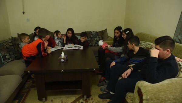 У семьи Бежанян, состоящей из 12-й ребенок, нет квартиры - Sputnik Արմենիա