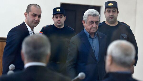 Третий президент Серж Саргсян перед началом заседания суда по дизельному делу (25 февраля 2020). Еревaн - Sputnik Армения