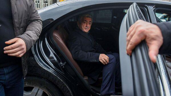 Третий президент Серж Саргсян покидает здание суда по окончанию заседания по дизельному делу (25 февраля 2020). Еревaн - Sputnik Արմենիա
