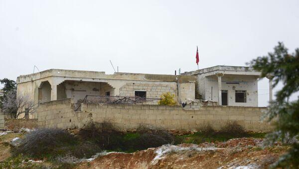 Турецкий блокпост в Сирии, оказавшийся в тылу сирийской армии в результате ее наступления на боевиков в провинции Идлиб (13 февраля 2020). - Sputnik Армения