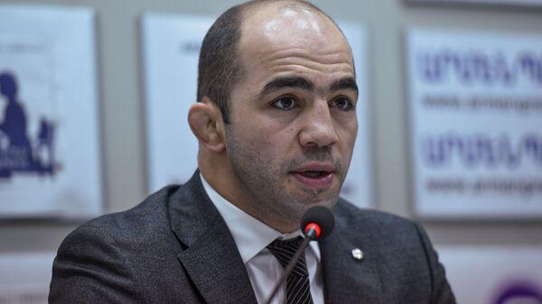 Арсен Джулфалакян на пресс-конференции (26 февраля 2020). Еревaн - Sputnik Армения