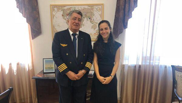 Начальник Управления летной деятельности Комитета гражданской авиации Армении Григор Айрапетян (слева) и глава Комитета гражданской авиации Татевик Ревазян - Sputnik Արմենիա