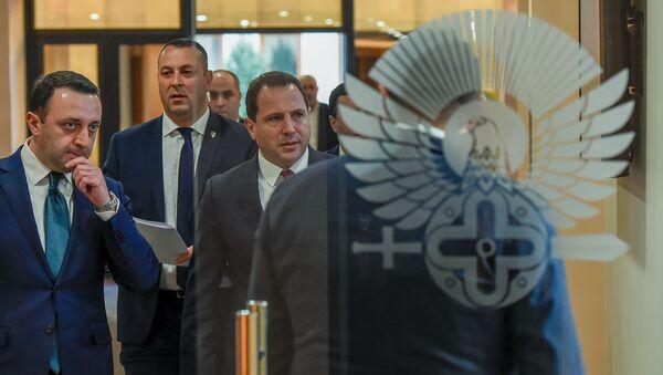 Министры обороны Армении и Грузии Давид Тоноян и Ираклий Гарибашвили перед началом совместной пресс-конференции (27 февраля 2020). Еревaн - Sputnik Արմենիա