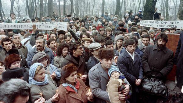 Демонстрация на армянском кладбище в ознаменование первой годовщины антиармянской бойни в Сумгаите (26 февраля 1989). Москва - Sputnik Արմենիա