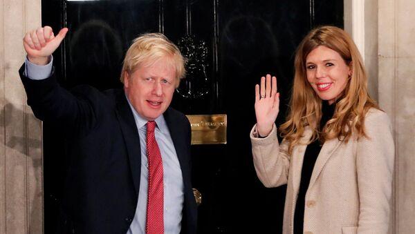 Британский премьер-министр Борис Джонсон и его подруга Кэрри Симондс - Sputnik Արմենիա