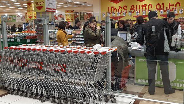 Люди у кассы супермаркете - Sputnik Արմենիա