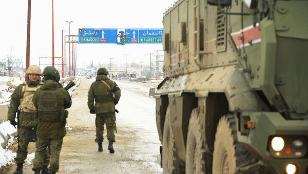 Российская военная полиция в освобожденном сирийском городе Маарет-Нууман в Идлибе - Sputnik Армения