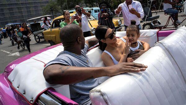 Ким Кардашьян с мужем Канье Уэстом и их дочерью Норт Уэс Тин в Гаване - Sputnik Արմենիա
