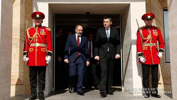 Премьер-министры Армении и Грузии Никол Пашинян и Григорий Гахария после совместного заявления для прессы (3 марта 2020). Тбилиси - Sputnik Армения