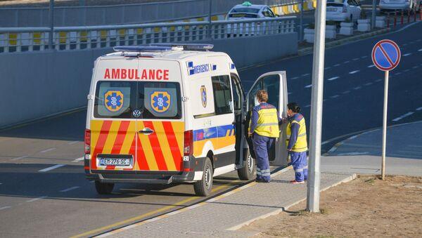 Автомобиль скорой помощи в аэропорту имени Шота Руставели в Тбилиси - Sputnik Արմենիա