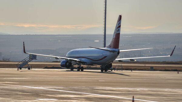 Самолет Грузинских авиалиний в аэропорту имени Шота Руставели в Тбилиси - Sputnik Արմենիա