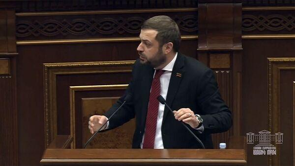 Депутат от фракции Мой шаг Геворг Папоян на очередном заседании парламента (5 марта 2020). Еревaн - Sputnik Армения
