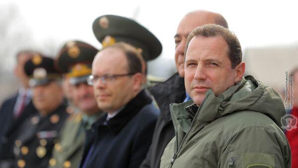 Давид Тоноян на церемонии вручения квартив военнослужащим (7 марта 2020). Ширак - Sputnik Армения
